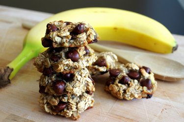 3-Ingredient Banana Oatmeal Cookies without flour, sugar, and eggs