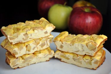 Apple-Protein Cheesecake Bars (Gluten-Free, Sugar Free)
