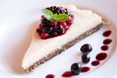 Healthy Raw Vegan Cheesecake (Gluten-Free)