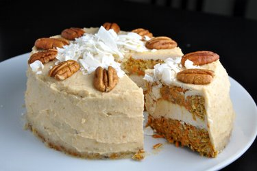 Healthy Carrot Cake with Coconut-Cashew Cream (Gluten-free and Sugar-free)