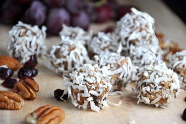 Healthy Gingerbread Balls (Gluten-Free, Sugar-Free)