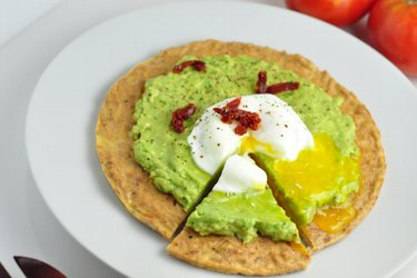 Low Carb Tuna-Avocado Pizza with Poached Egg