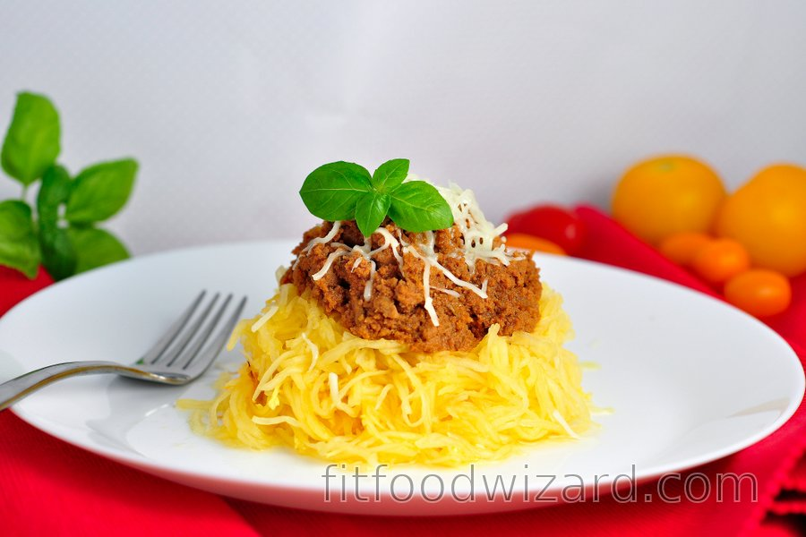 "Squash ""spaghetti"" with minced turkey meat in tomato sauce"