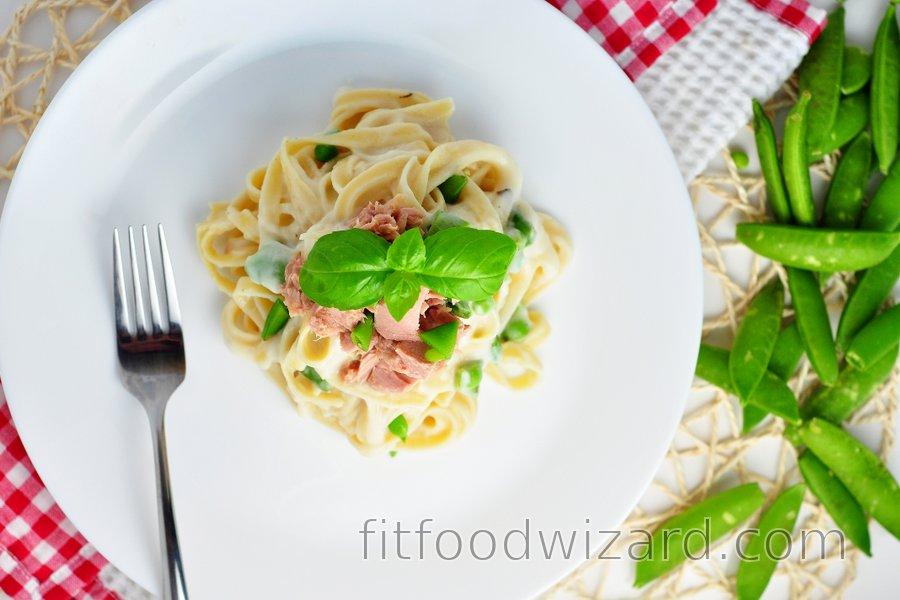 Fettuccine with light cauliflower-garlic sauce