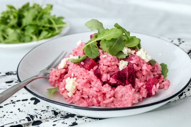 Simple risotto with beetroot and goat cheese