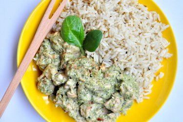 Fitness chicken sauté with broccoli-blue cheese sauce