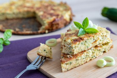 Savory fit zucchini pie with cottage cheese